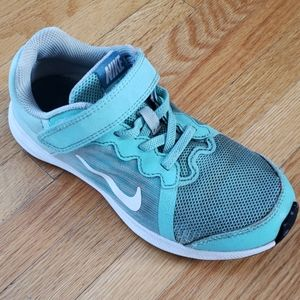 Nike girls runner shoes